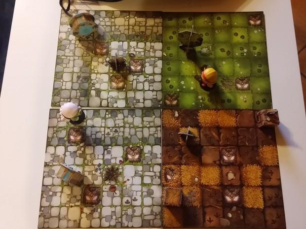 Krosmaster Quest: il gioco montato, con plance e miniature.