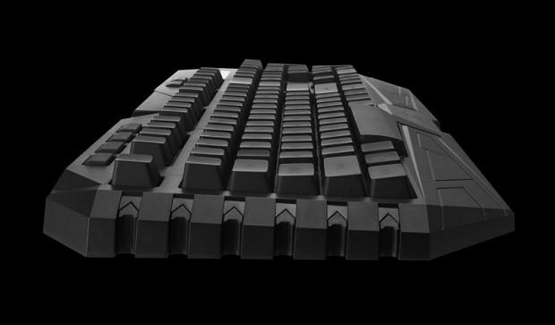 La tastiera è leggermente inclinata di suo, potreste non trovare necessario sollevarla ulteriormente.