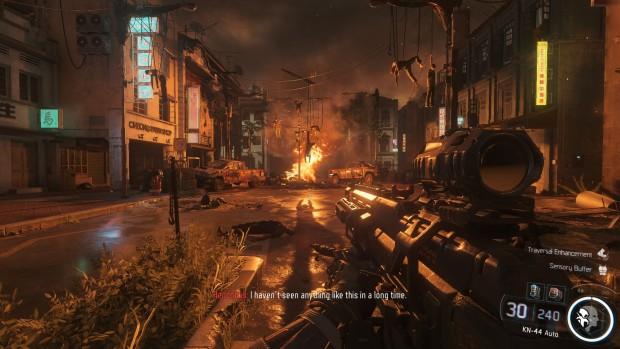 Scena di gioco, buia con illuminazione rossa data da un incendio sullo sfondo.