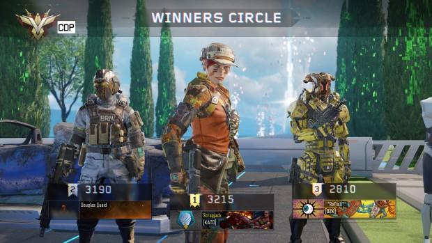 Schermata del team con tre personaggi.