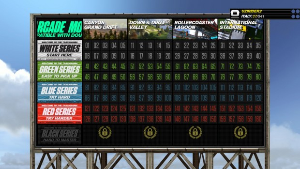 Le 200 piste del gioco sono suddivise sia per ambientazione che per difficoltà crescente.